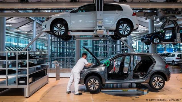 Выпуск легковых автомобилей в Германии упал до минимума за 22 года