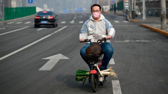 Коронавирус: кур & # x27; еры стали героями Китая
