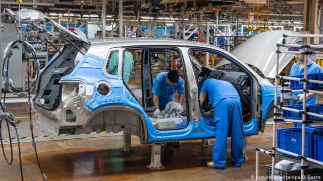 Коронавирус беспокоит экономике КНР: автопродажи упали на 92 процента