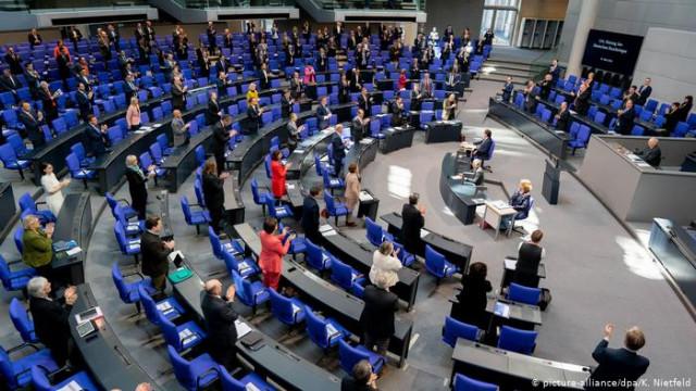 Бундестаг рассматривает беспрецедентный антикризисный пакет