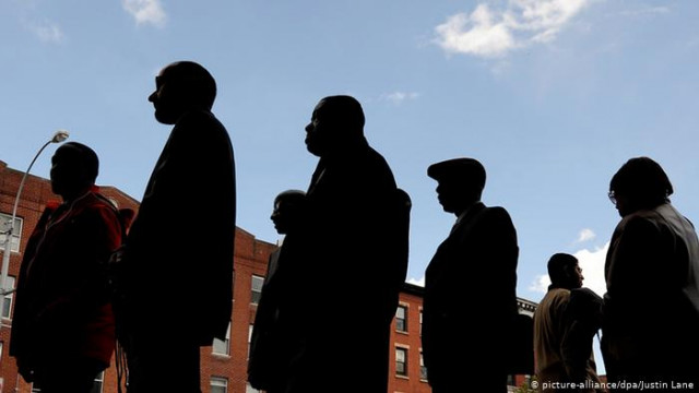 Коронавирус вызвал рекордный всплеск безработицы в США