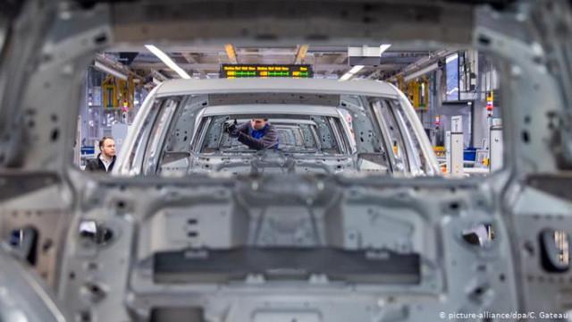 Немецкая автопромышленность может потерять 100000 рабочих мест - эксперт