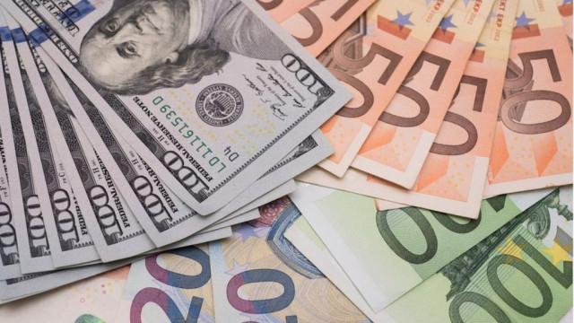 """Заробитчане перевели в Украину """"рекордные $ 16 млрд в год"""""""