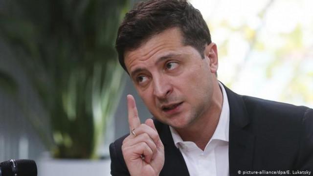 Зеленский пообещал выпускать работников за границу