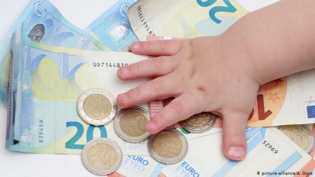 Как Германия борется с кризисом: 300 евро на ребенка и снижение НДС