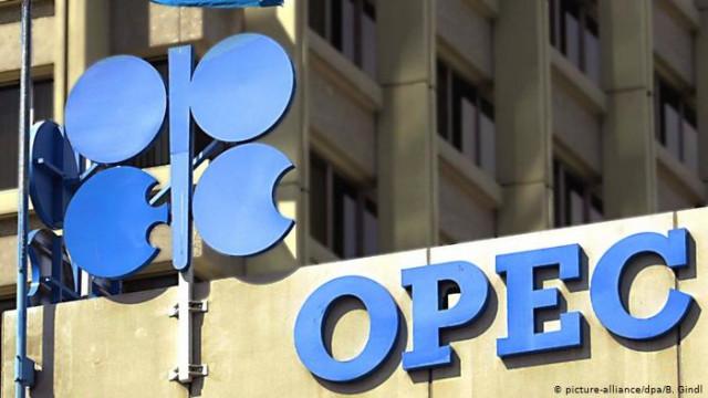 Страны ОПЕК + договорились ограничить добычу нефти до конца июля