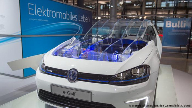 Авторынок Германии: бум электромобилей на фоне обвала продаж машин с ДВС