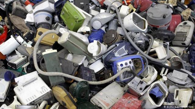 Что происходит со старыми электроприборами и чем они опасны?