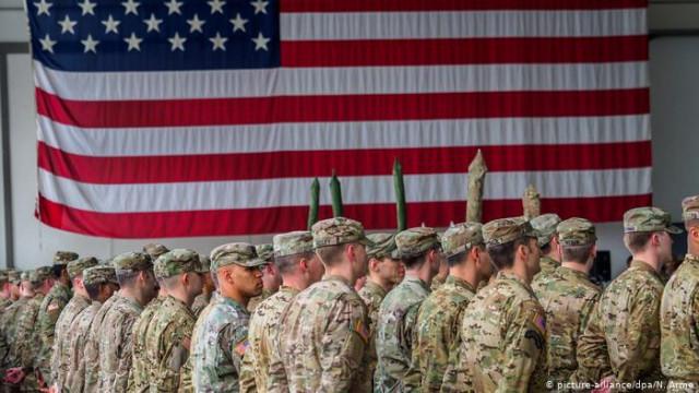 Элвис, не уходи! Немцы прощаются с войсками США (видео)