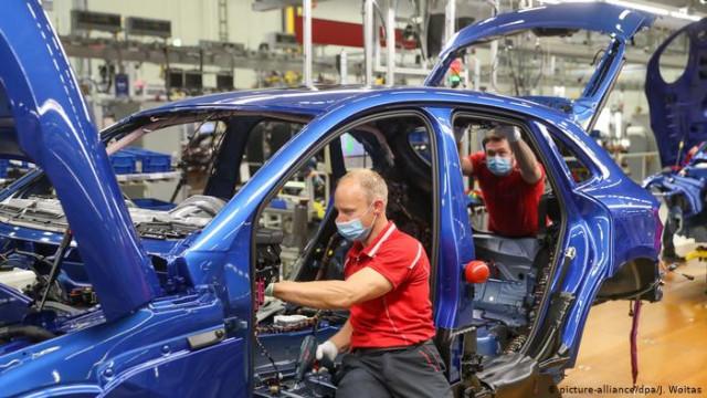Правительство ФРГ выделит на поддержку автопрома еще три миллиарда евро