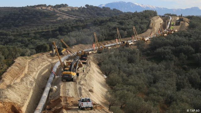 """Как газопровод в обход России грозит прибылям """"Газпрома"""""""
